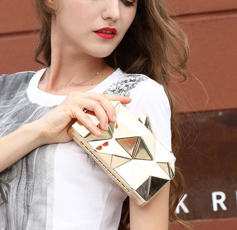 clutch-metallic-purse-bag-3d-metal-clutches-long-chain-womens-bags-for-weddings--(6).-2-2jpg